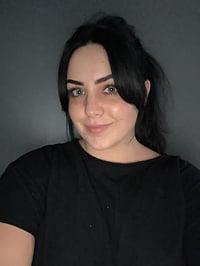 Olivia PottsHeadshot
